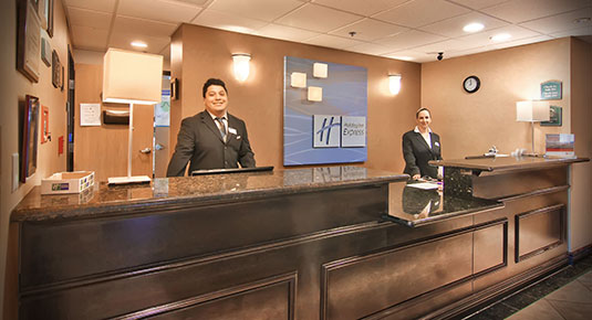 friendly front desk at Roseville Hotel
