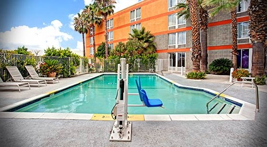 Outdoor Swimming Pool Commerce CA hotel