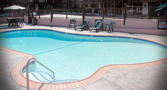 Outdoor Pool - Sonora CA hotel