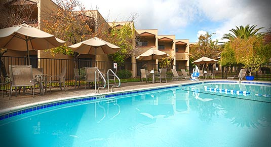 outdoor pool in Santa Rosa CA hotel