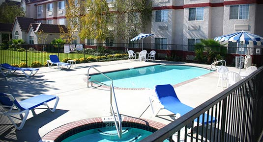 Outdoor Pool and Spa in Rocklin CA hotel